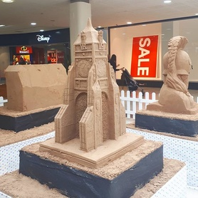 How cool are these sand sculptures inside the Grosvenor Shopping Centre in town! The detail on the clock and the #chestercathedral are amazing! #chester #cheshire #sandcastle #letsplay #detail #sculpture #arte
