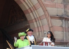 Very special day for our students today with the visit of Her Majesty The Queen and The Duchess of Sussex for the official opening of #Storyhouse #duchessofsussex #hermajesty #royalvisit #royalfamily #chester #culture #experience #studyabroad #englishinchester