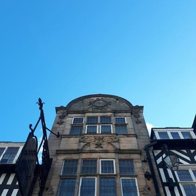 Walking around and looking up!! Beautiful buildings! Beautiful blue sky! #bluesky #nofilter #heritage #chester #happymonday